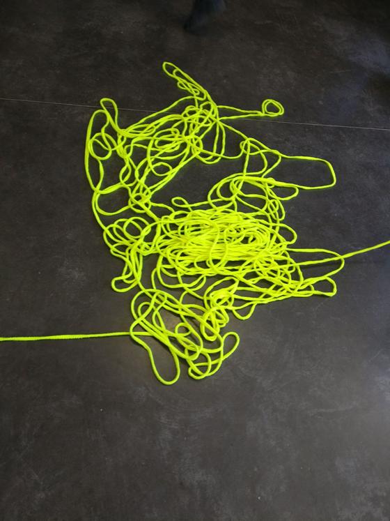 Le fil jaune